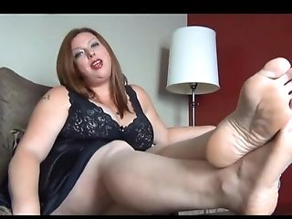 Chubby Babe Taunting Her Gams
