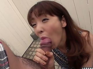 Yummy Asian Chick Nami Honda Gives A Oral Pleasure On The First-ever Date